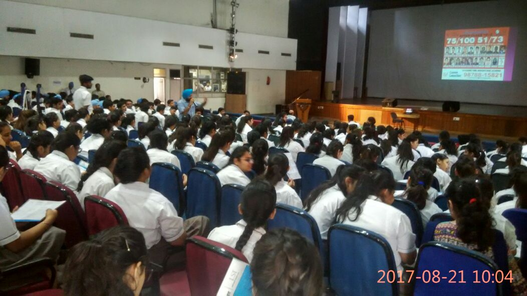 //www.careerlauncher.comStudents of classes 11 and 12 of APJ School, Mahavir Marg, Jalandhar were given a session on career options after class 12.