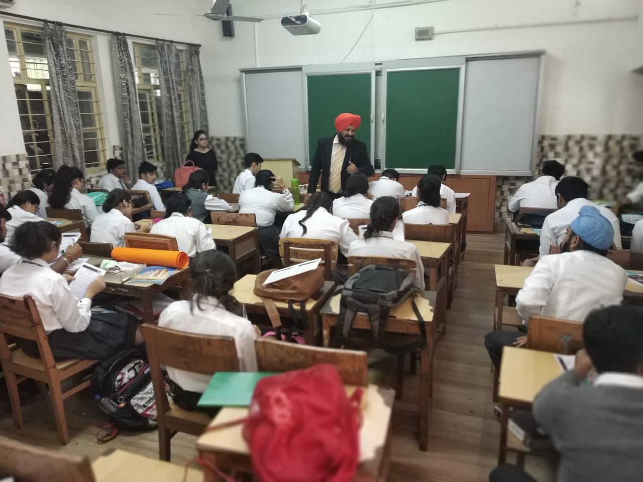 //www.careerlauncher.comOne of the interactive sessions on Law and IPM as career options for students of class 11 at APJ, Jalandhar
