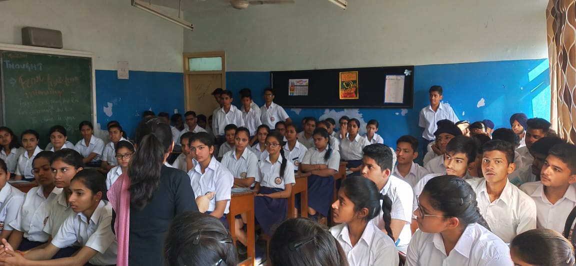 //www.careerlauncher.comA career counselling session for students of class 11 and 12 of BSF School, Jalandhar. A comprehensive discussion on modern day career options including LAW, IPM, DESIGNING, MASS COMMUNICATION, LIBERAL ARTS, CIVIL SERVICES etc.
